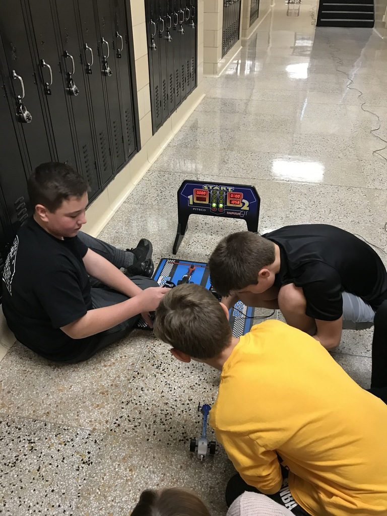 8th Grade Tech Class racing C02 Dragsters